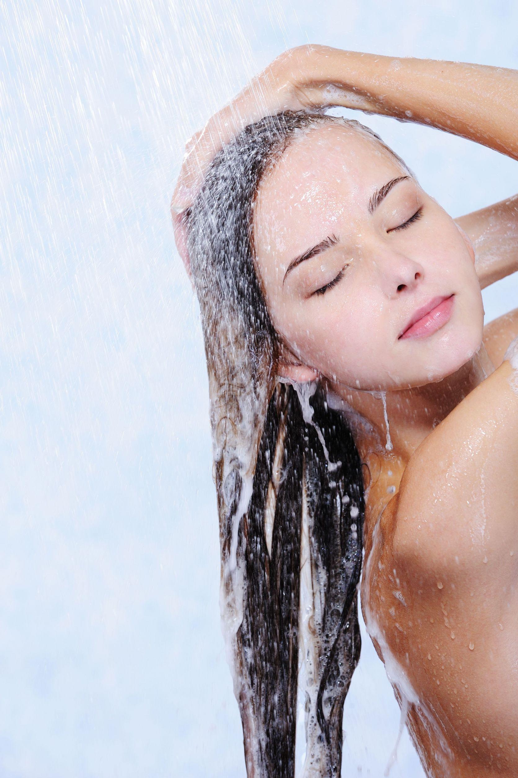 девушка красивая под душем моется нашем сайте